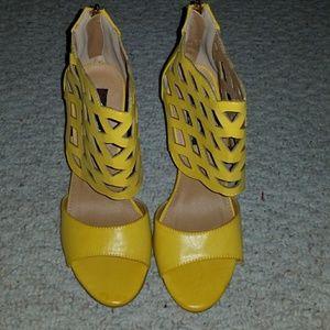 💛 Yellow Peep Toe Heels 💛